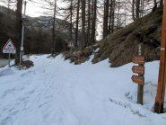 Casterino, la stradina per il vallone di Fontanalba