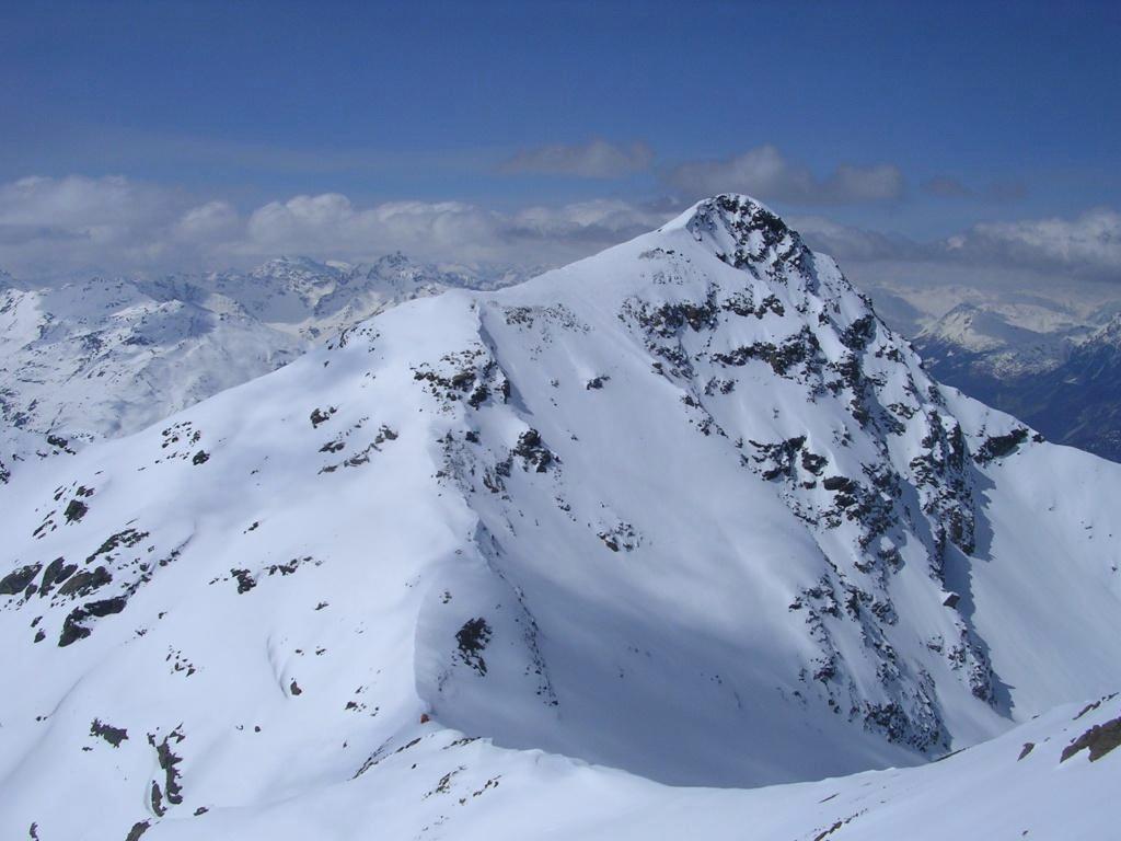Il Monte Confinale e il bivacco Del Piero visti dalla cima della Manzina