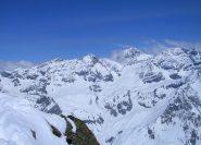 Dalla cima: la Baeckmanngrat, la Thurwieser, l'Ortles e lo Zebrù