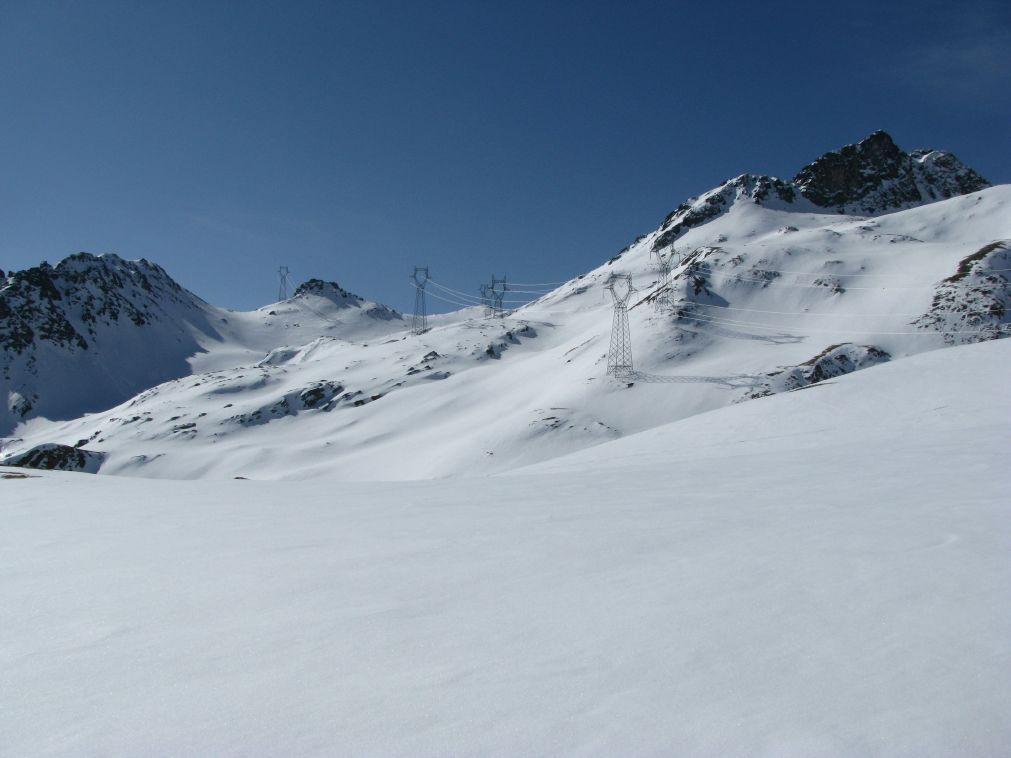 Il piano di quota 2400 circa e vista sul percorsodi salita al colle