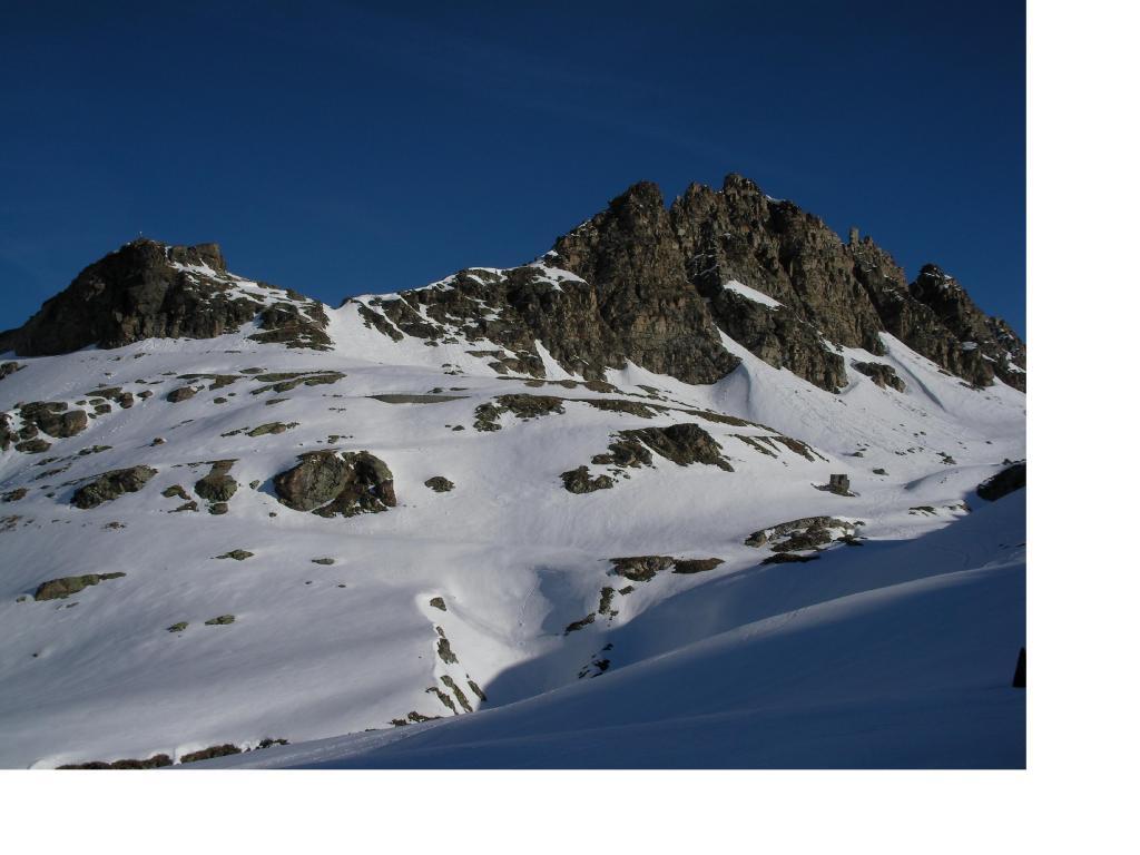 Le rocce del Nivolet dai pressi del lago Agnel