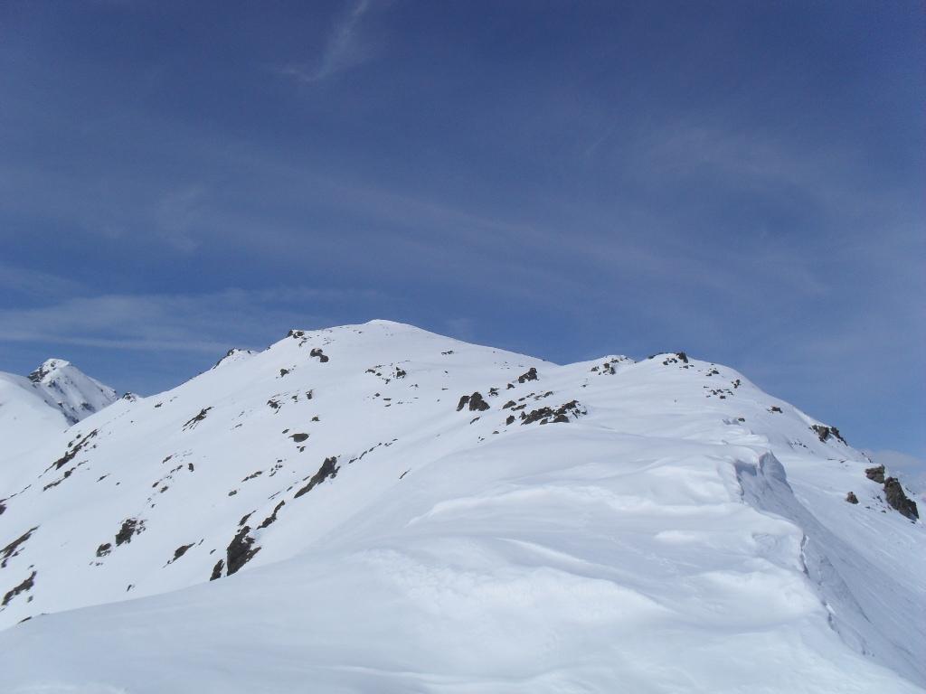 la larga cresta che conduce in punta