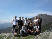 Il gruppo sul M. Arpon con Rocca Sella sullo sfondo
