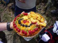 Una delle torte (arrivata ancora parzialmente intera)