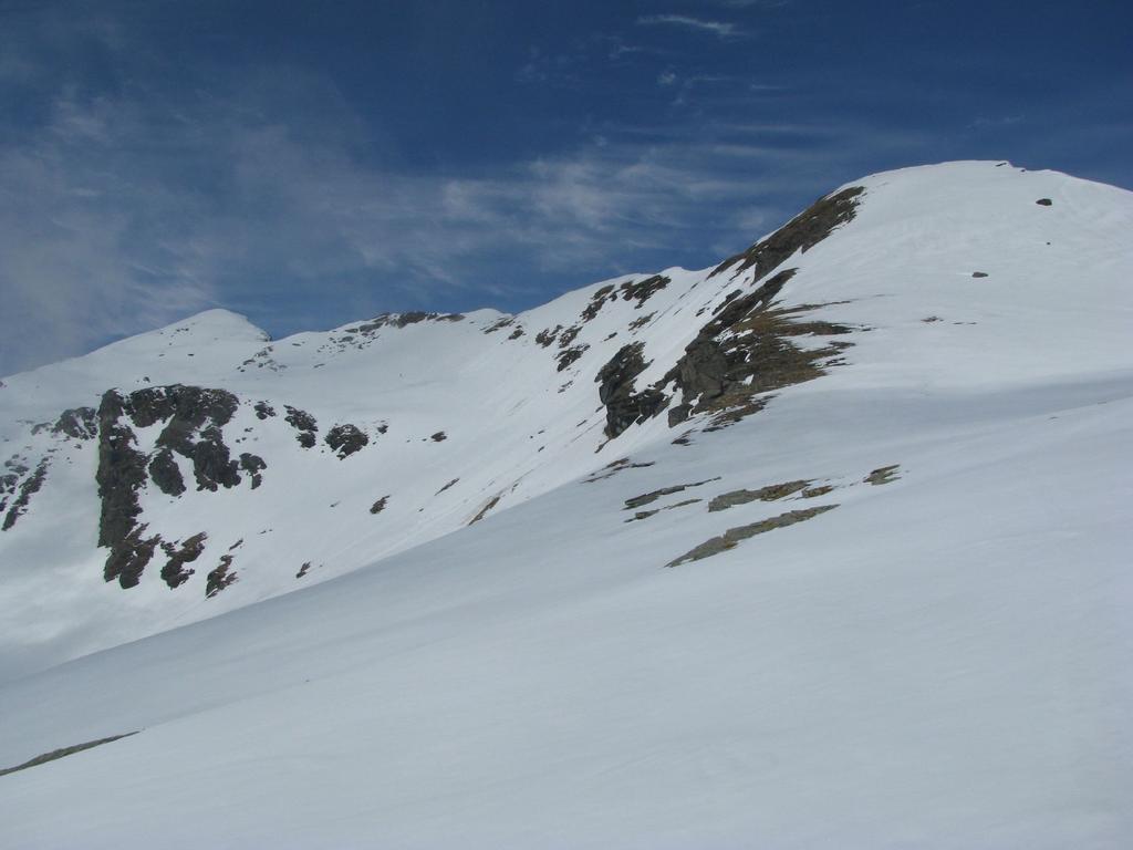 A sinistra, la Punta delle Fontane; a destra, la Cima Beccher