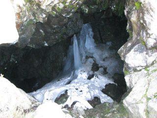 Grotta-voragine sul versante sud di Cima Biolley