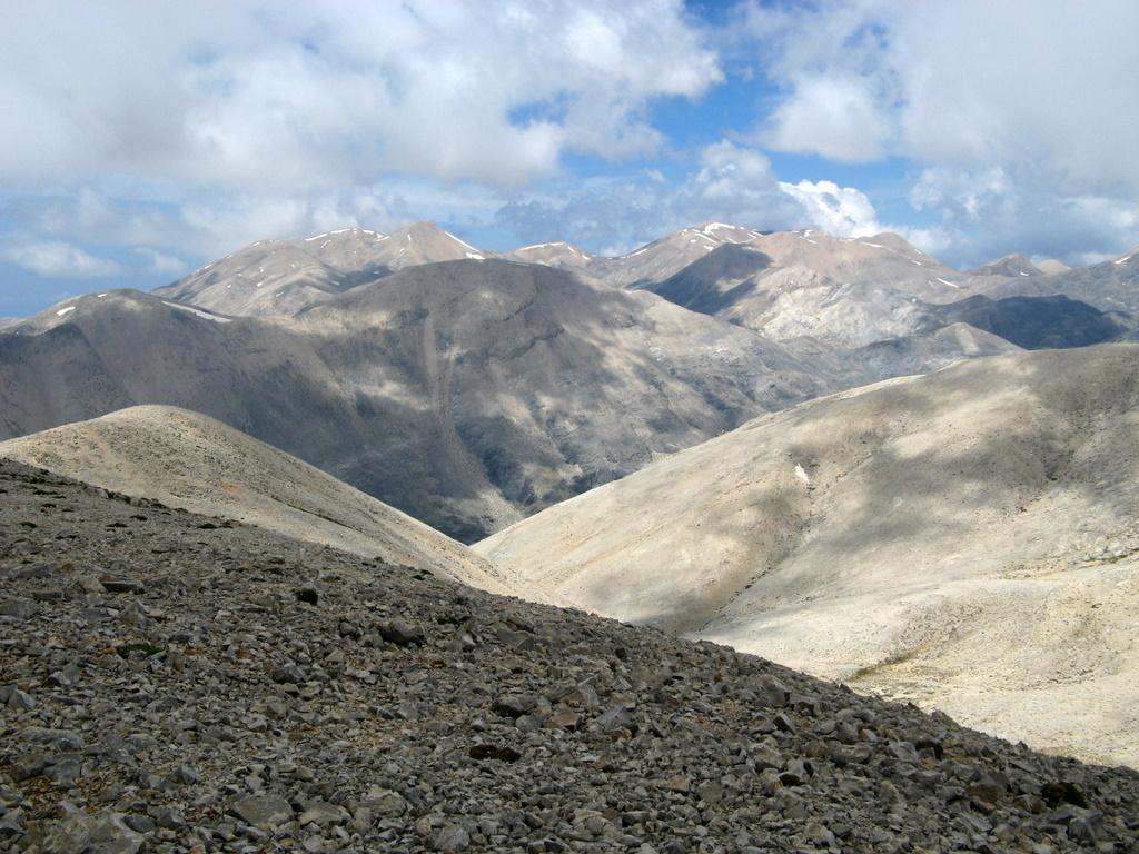 Dalla vetta, panorama verso Ovest, i Lefka Ori.