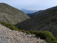 Lunga valle che scende verso la costa nord