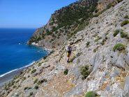 Salendo, sopra la spiaggia di Aghia Roumeli.