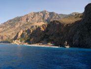 Spiaggia accessibile solo dal mare, vicino a Dhomata.