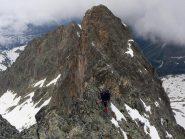 ...sulla cresta di roccia...