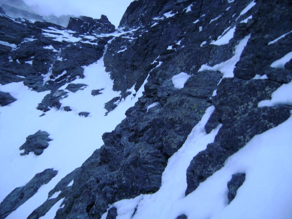fascia rocciosa prima del ghiacciaio del Triangolo