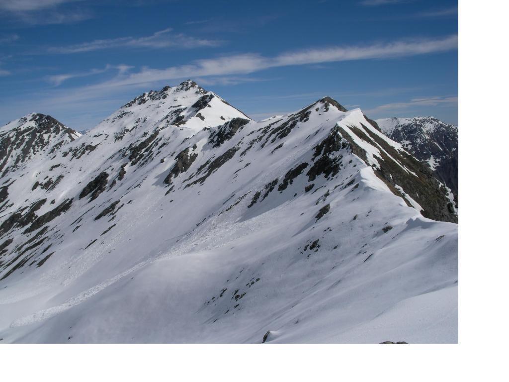 Da sx a dx il Bric di Mezzogiorno. il Bric Ghinivert e il Monte Peolioso dal Pra Cro'