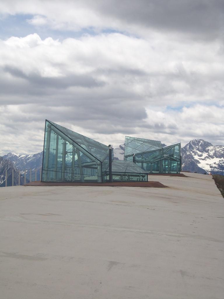 06 - il forte ristrutturato, ospita il Messner Mountain Museum