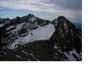 Il Dondogna a dx e il Debat  al centro il colle Valbella dalla cima di Prel