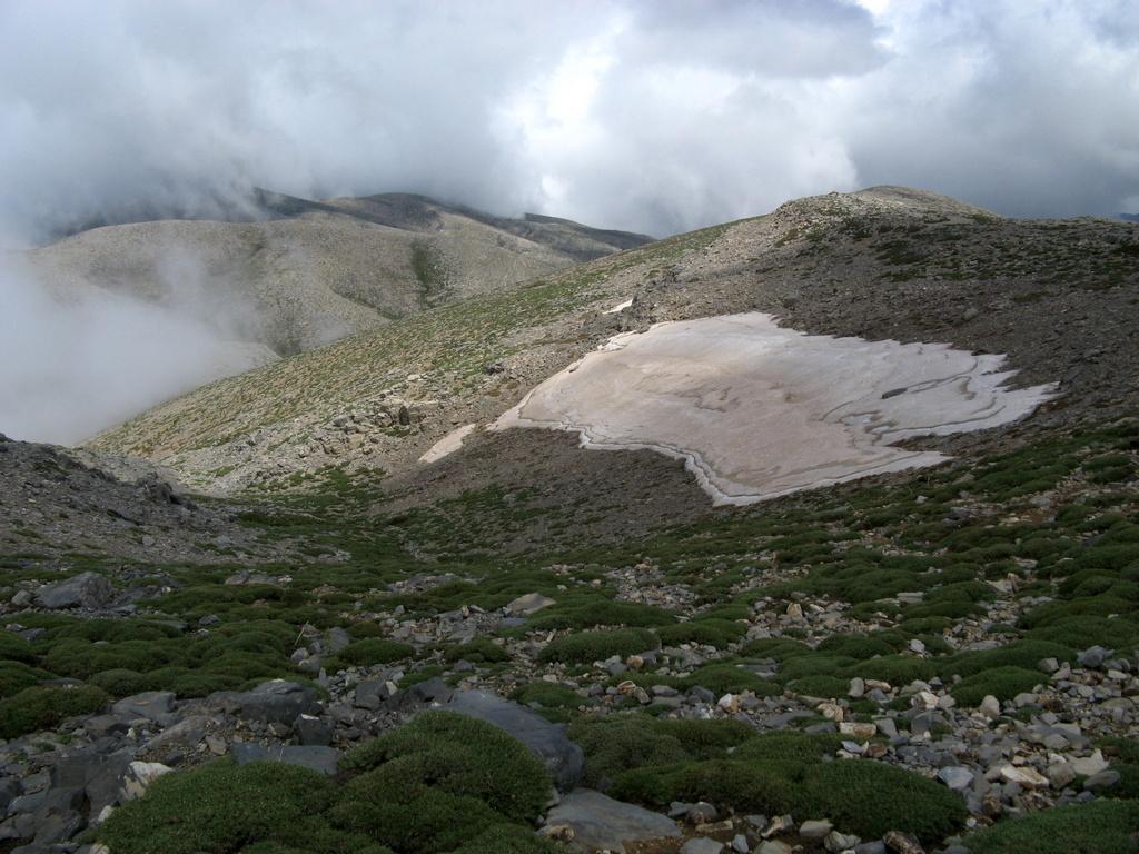 La valletta di discesa dall'Agathias