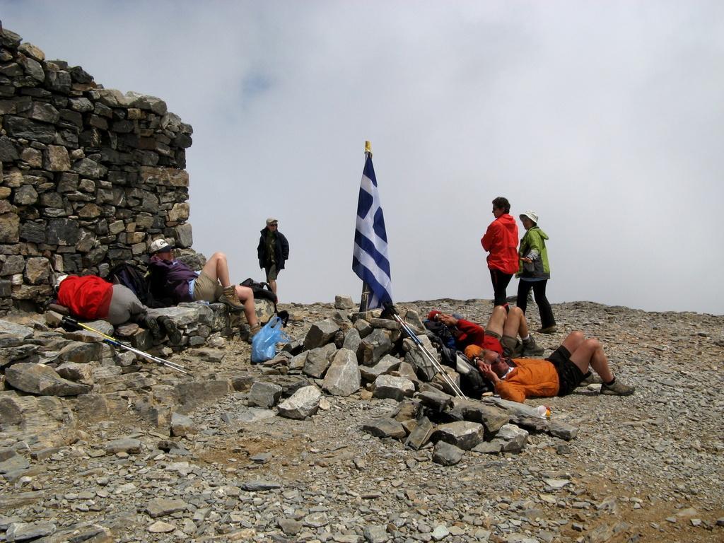 L'EOS di Heraklion sul Timios Stavros e l'immancabile bandiera greca