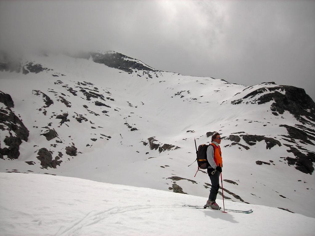 Vista sulla Punta d'Arnas con nebbia dal col d'Arberon