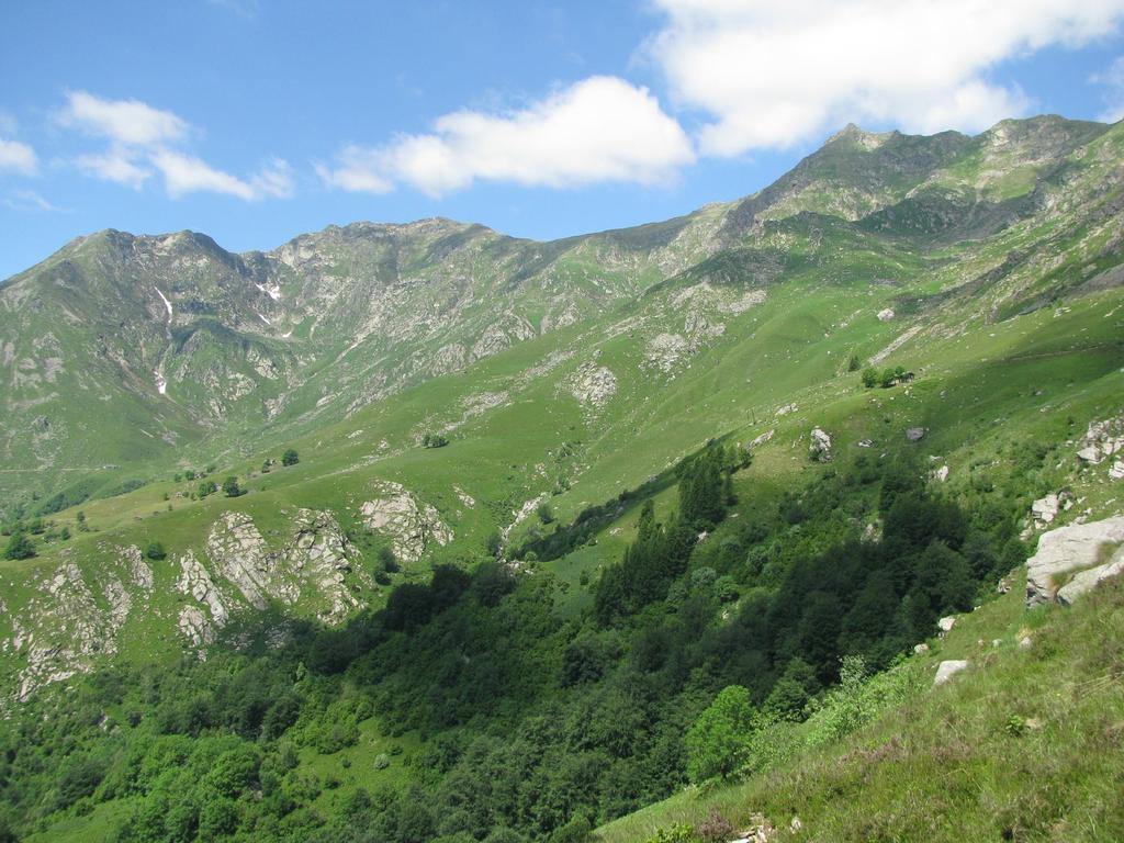 I pendii erbosi oggetto della traversatacon Quinzeina e Verzel