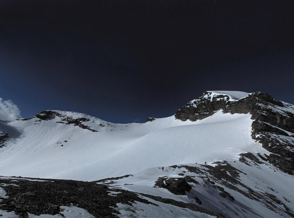 Ultimi dossi per mettere piede sul ghiacciaio di Roches