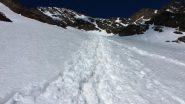tracce sul ripido nevaio che sale verso il Passo del Cevedale (24-6-2010)