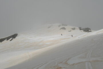 La vetta nella nebbia   I   Le sommet dans le brouillard   I   The summit amid the fog   I   Der Gipfel im Nebel   I   La cumbre bajo la niebla