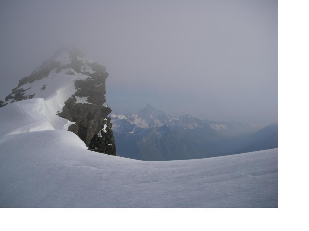 Il Gemello del Brethorn sullo sfondo del Weisshorn