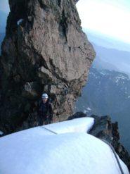 Luca esce su una crestina nevosa sulla parete nord, ampi spazi