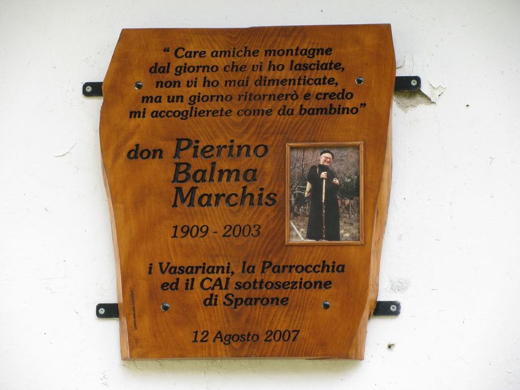 Targa ricordo di Don Pierino a Vasario