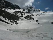 Laghetto ai piedi del ghiacciaio