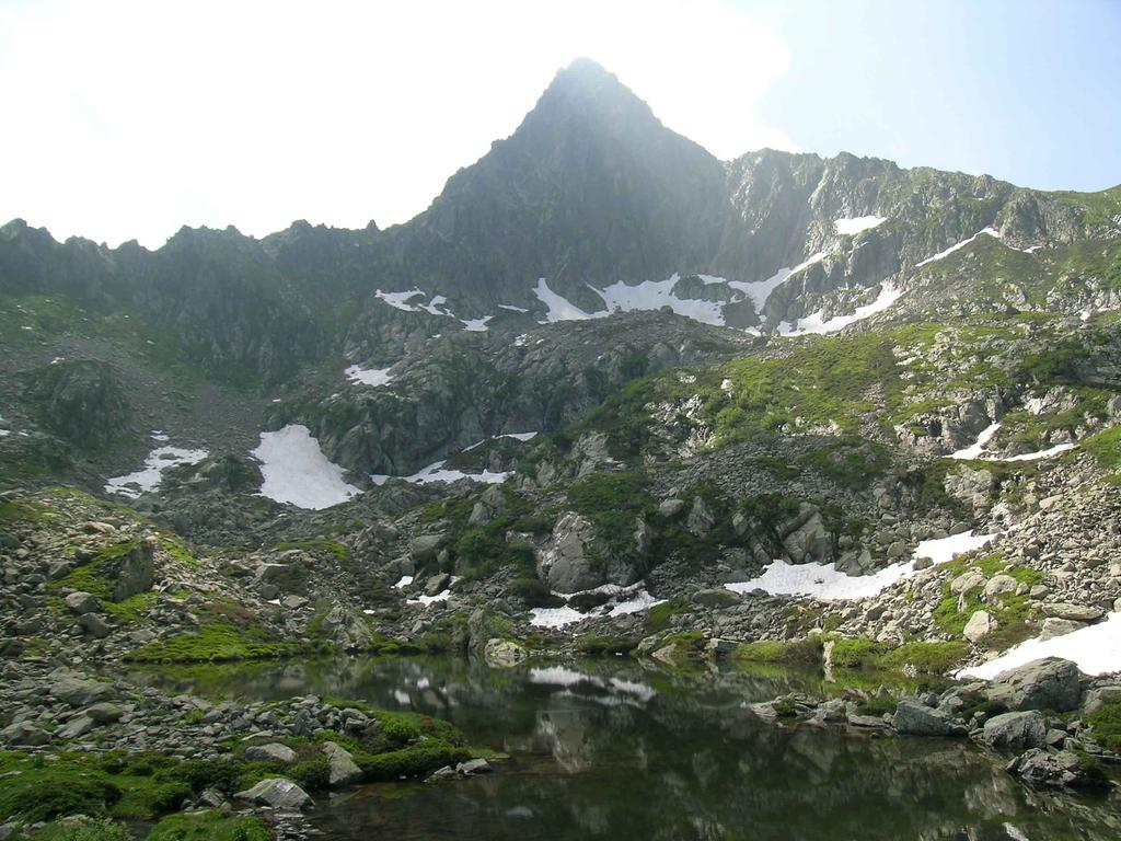 Il piccolo Lago superiore del Frisson con il Monte Frisson