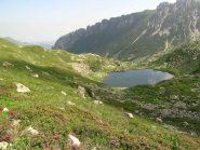 Il Lago inferiore del Frisson visto durante la discesa dal Lago superiore