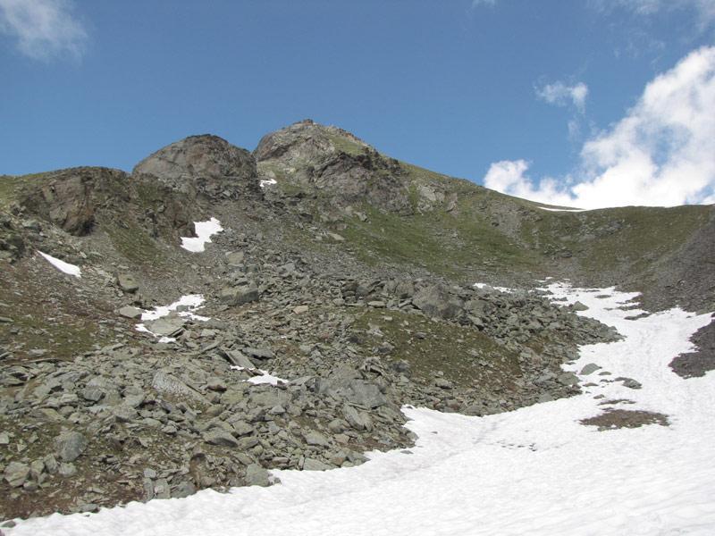 il versante meridionale con a dx la cresta di salita
