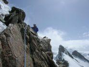 Buona roccia verso sulla cresta della vetta centrale...