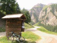 L'inizio della strada che porta al Refuge de Lac Blanche(9KM)