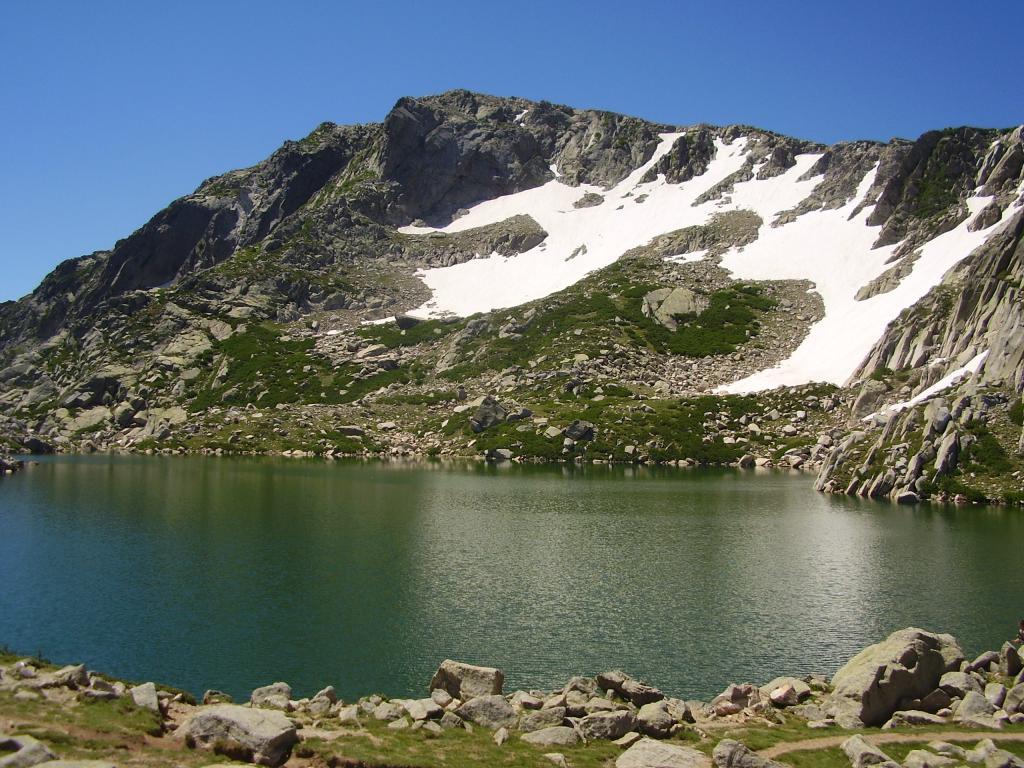 IL lago de Bastani e il Monte Renoso
