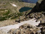Il bel nevaio di neve compatta prima della parte finale ,sfondo lago de Bastani