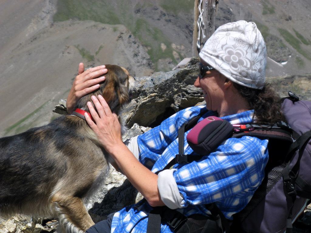In vetta, con la cagnetta 'Bau' di una coppia di escursionisti.