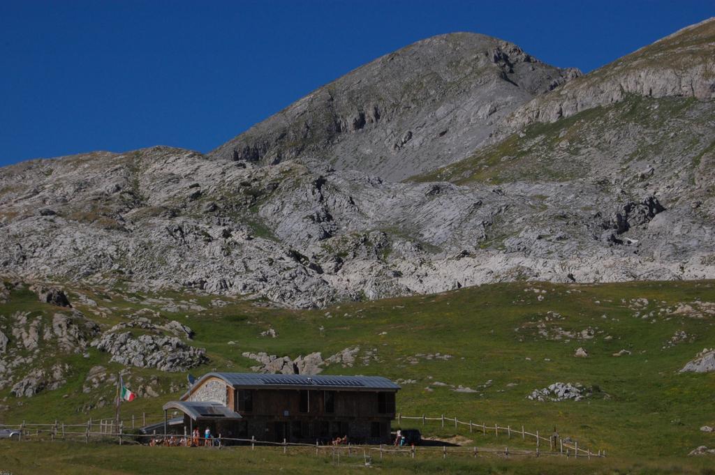 Marguareis (Punta) da Pian delle Gorre, giro del Marguareis per i rifugi Garelli, Mondovì, Mongioie, Don Barbera (5 gg) 2010-07-21