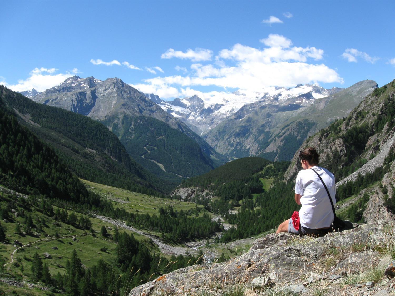 panorama verso il Gran Paradiso salendo alle Alpi Grauson