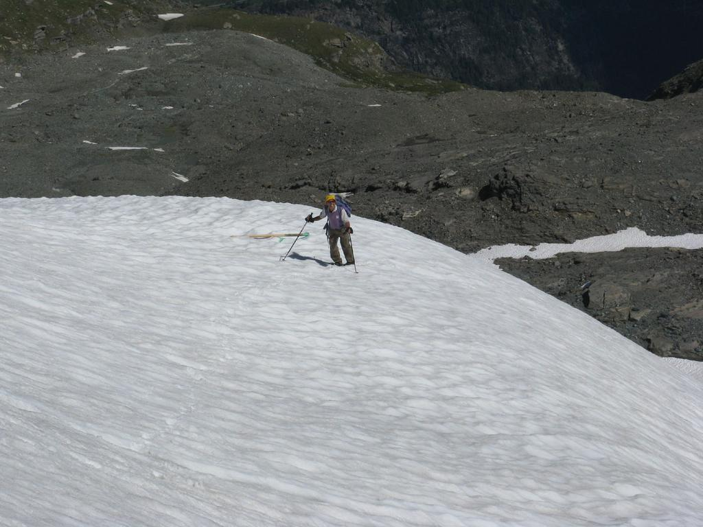 Maurizio in salita sul ghiacciaio di Tos
