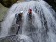 Roby e Luca sotto la cascata Ventaglio
