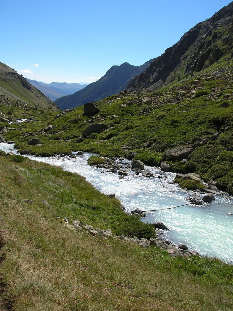 torrente che scende al Lac de la Douche
