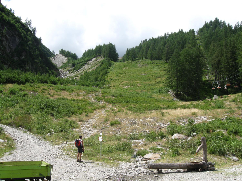 inizio del sentiero che dall'Alpe Burki sale al Belvedere