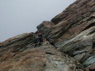 In arrampicata lungo la cresta