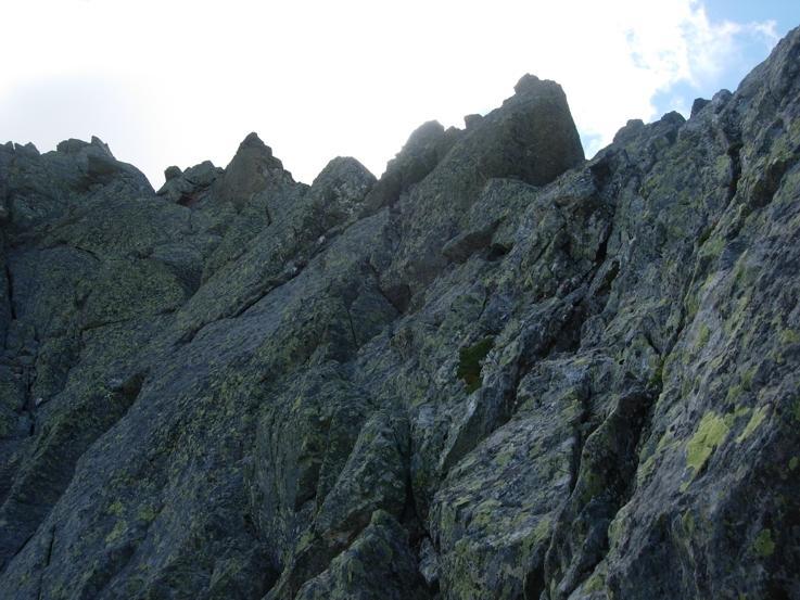 Il tratto di cresta che si supera sul versante Nord