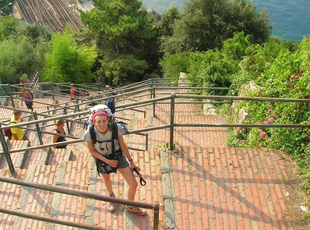 Chiara ed altri interminabili scalini a Corniglia
