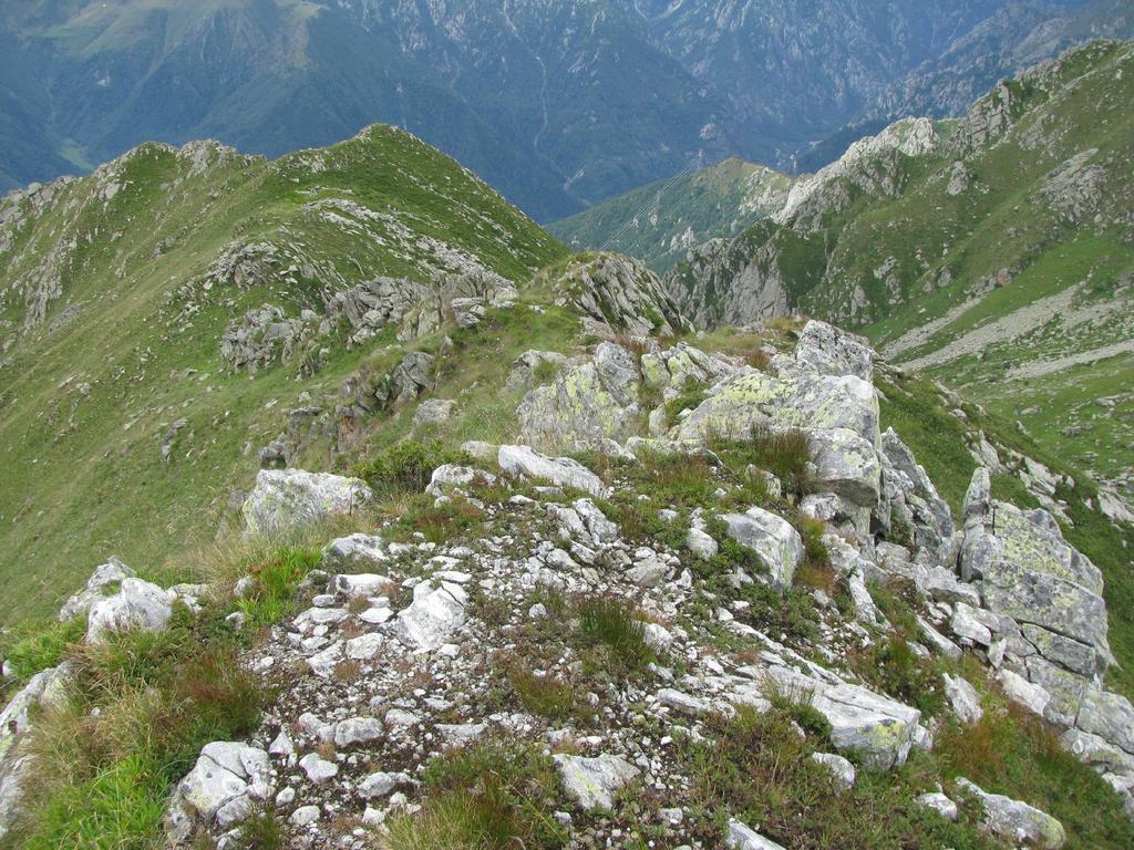 Cresta sud: vista del percorso di salita fino alla sella a monte di q.ta 2236