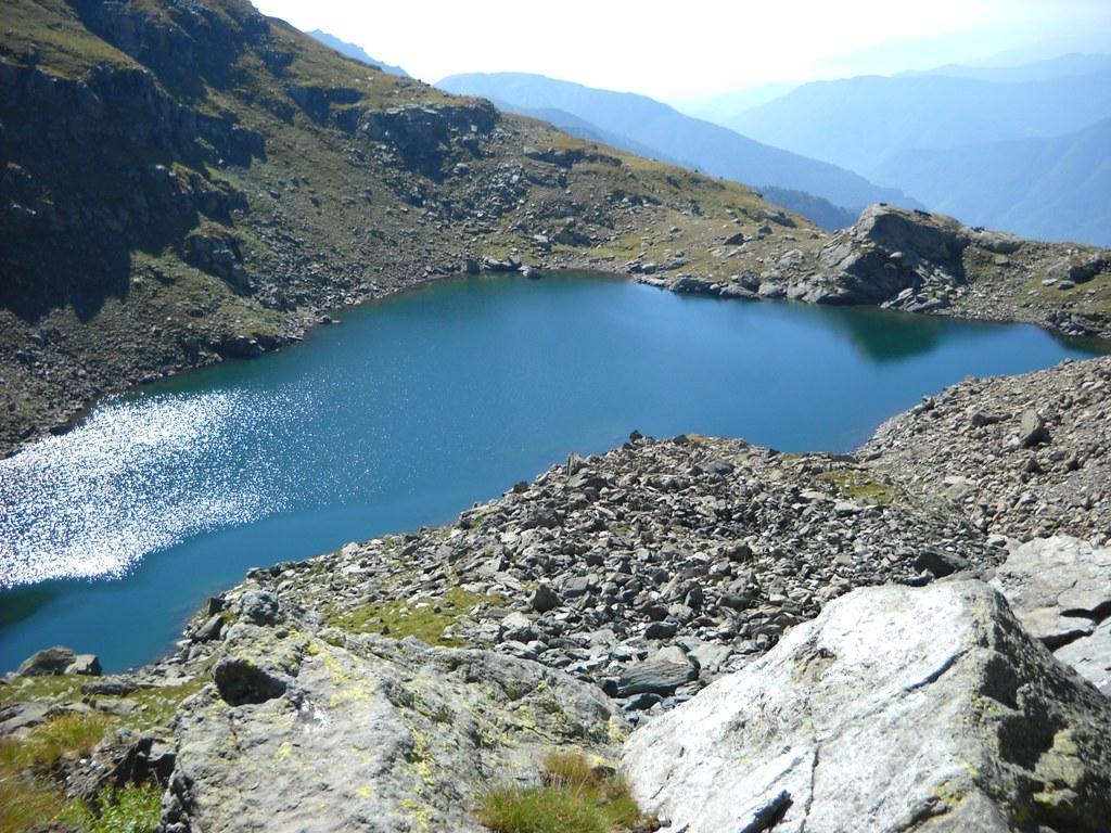 Vista sul lago e la val Chisone