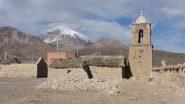 la chiesetta di Pueblo Sajama e il Nevado Sajama sullo sfondo (18-8-2010)